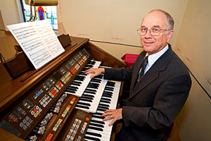 organist - organ player
